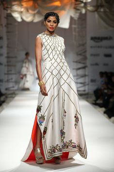 All the Looks From Samant Chauhan at AIFW -cosmopolitan. Indian Suits, Indian Wear, African Fashion, Indian Fashion, Maxi Dresses, Dress Skirt, Samant Chauhan, India Fashion Week, Off White Dresses
