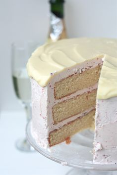 Strawberries and Champagne Cake - www.countrycleaver.com