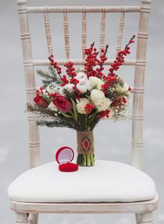 Wedding Flowers January - Based on your venue deal, there could be a few limitations with regards to the sort of decor it is possible to generate or alterations Home Wedding, Wedding Ceremony, Wedding Venues, January Wedding, Winter Wedding Flowers, Party Shop, Hawaii Wedding, Wedding Portraits, Special Events
