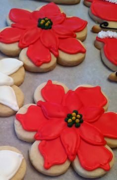 Biscuits de Noël Poinsettias | Christmas Cookies Poinsettias This young lady sells all kinds of pretty and fun decorated cookies.