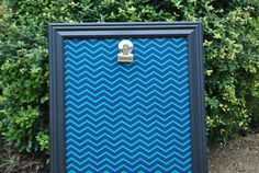 Hip Hanging Art Display -Navy/Green Chevron w/Black Frame- Awesome Way to Display your Child's Art or Student of the Week in a Classroom. How easy is this to DIY? Frame + scrapbook paper + clip. Done!