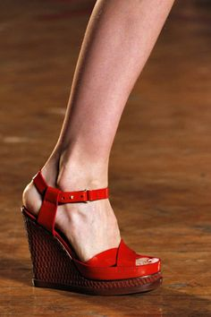 I would like these @MarcJacobsIntl wedges too!