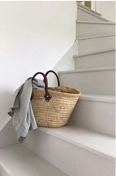 ♡ Rustic Staircase, Small Staircase, Cottages By The Sea, Beach Cottages, Custom Made Furniture, Furniture Making, Beach Cottage Style, Beach House, Casual Decor