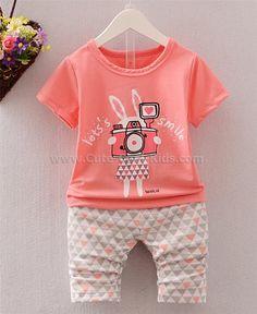 ชุดเสื้อ กางเกงเด็กหญิง กระต่าย 90--- 100--- 110--- 120--- 239.00 บาท >>