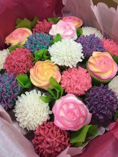 Cupcake-Blumenstrauß - Amazing cakes,cupcakes and cookies - Kuchen Cupcake Flower Bouquets, Flower Cupcakes, Cute Cupcakes, Cupcake Cookies, Ladybug Cupcakes, Kitty Cupcakes, Snowman Cupcakes, Mocha Cupcakes, Cupcake Art