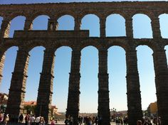 This is also in Segovia - look at how small the people look next to that acquaduct. and what's even more amazing is that is supplied water to the city up until the Spain Travel, Us Travel, World's Most Beautiful, Beautiful Places, Romanesque, Future Travel, Beautiful Architecture, Continents, Bella