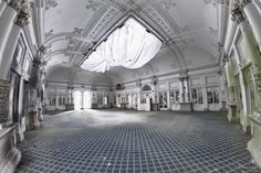 Der einst prunkvolle Ballsaal des Hotels Paragon in Italien