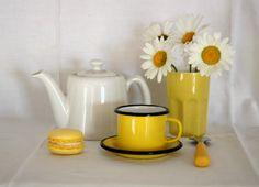 A nos pinceaux: Théière jaune ou blanche? - Défi 31 du 4 au 30 juin 2012