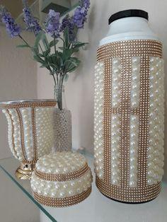 Kit Chimarrão = cuia decorada com pérolas / strass e uma garrafa térmica de 1 litro decorada com pérolas / strass.