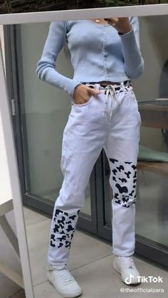 Mode Emo, Pants Tutorial, Diy Fashion Hacks, Painted Clothes, Clothing Hacks, Cow Clothing, Print Pants, Cow Print, Fashion Sewing