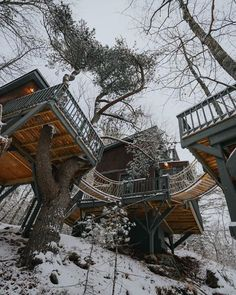 Treehouse Living, Building A Treehouse, Boho Life, Hippie Life, Home Design Decor, House Design, Mountain Dream Homes, Normal House, Small Cottages