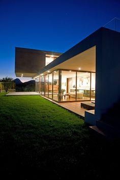 Massive and Modern Concrete House in Chile by Raimundo Anguita | arsitekinterior.com