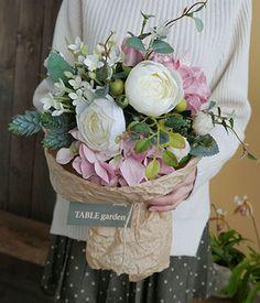 TABLEgarden [< 조화, 페미닌 꽃다발 > 빈티지스러운 색감에 크라프트 ...
