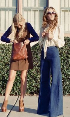 The Street Style at Paris Fashion Week Delivers Endless Outfit Inspiration - Fashion Moda 2019 Vintage Mode, Look Vintage, Vintage 70s, Vintage Clothes 70s, Vintage Hippie, Vintage Skirt, Vintage Denim, Vintage Photos, Fashion Week