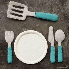 Create your own play kitchen on a budget with our tutorials for a DIY oven, stove, sink and felt kitchen utensils! Pair them with our felt food collection Childrens Play Kitchen, Diy Kids Kitchen, Kitchen Sets For Kids, Toy Kitchen, Kitchen On A Budget, Kitchen Utensils, Kitchen Tools, Kitchen Gadgets, Kitchen Art