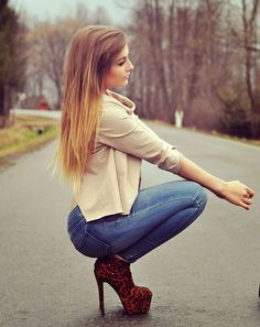 Explore wrap-up concerning the right way to use soles by using jeans for almost every form of denim you own. Jeans With Heels, Sexy Jeans, Medieval Hairstyles, Hot Brunette, Girls Jeans, Sensual, Latest Fashion For Women, Hot Girls, Girl Fashion