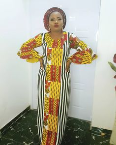 Afrocentric dress is hawt! Available in all sizes Dm or whatsapp 08091826299 Italian Shoes, African Fashion, Sari, Dresses With Sleeves, Chic, Blouse, Long Sleeve, Collection, Plain Dress