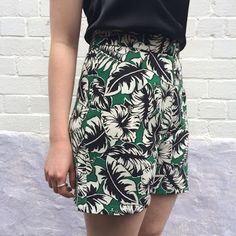 Verde Tropicale viscose crepe shorts made up in Vogue 2532