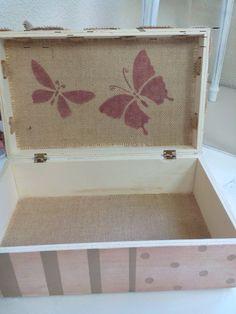 Caja vintage...interior con rafia.