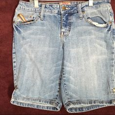 Denim Bermuda shorts This is a a pair of no boundaries Bermuda shorts.  They are in good condition size 9 No Boundaries Shorts Bermudas
