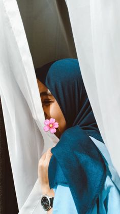 Peek a boo 🙇🏼♀️ Modern Hijab Fashion, Hijab Fashion Inspiration, Muslim Fashion, Casual Hijab Outfit, Hijab Chic, Hijabi Girl, Girl Hijab, Muslim Girls, Muslim Women