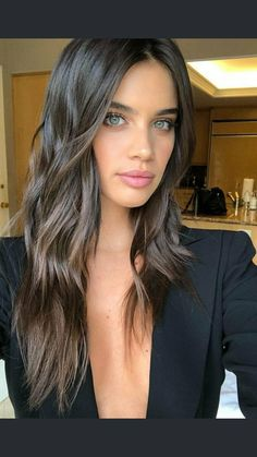 Sara Sampaio loose waves hair style sexy brunette girls Coming Soon Loose Waves Hair, Wave Hair, Brown Hair Colors, Human Hair Wigs, Balayage Hair, Haircolor, Hair Looks, Wig Hairstyles, Hairstyle Ideas