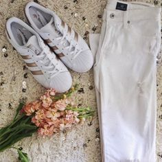 Candie Anderson shares trendy shoes for spring and summer! She loves her white and rose gold Adidas superstar sneakers with white distressed skinny jeans.