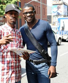 Michael Irvin Photos Photos - American football player Michael Irvin seen posing for photos with fans before jumping into a cab in New York. - Michael Irvin Poses With a Fan