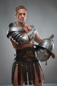 Dieses Modell der Ärmel erstellt vollständige LARP-Rüstungen zusammen mit  LEDER-GÜRTEL-ROCK-HTTPS://WWW.ETSY.COM/RU/LISTING/209568354/MEDIEVAL-GLADIATOR-SPARTACUS-LEATHER?REF=SHOP_HOME_ACTIVE_6  SCHILD-HTTPS://WWW.ETSY.COM/RU/LISTING/250286393/SHIELD-ARMOR-STEEL-MEDIEVAL-BUCKLER?REF=SHOP_HOME_ACTIVE_7  Bein-Grieben-https://www.etsy.com/ru/listing/250281495/spartacus-leg-greaves-steel-armor?ref=shop_home_active_8  _______________________________________ ARTIKELBESCHREIBUNG:  * Single sleeve…