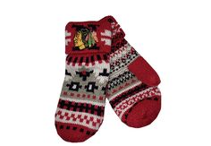 These Reebok Mittens will keep your hands warm while you cheer on your favorite hockey team! #Blackhawks