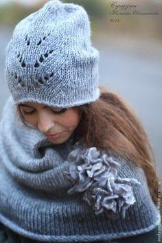 Купить или заказать Комплект 'Туман' в интернет-магазине на Ярмарке Мастеров. Тёплый набор из толстой меланжевой пряжи серого цвета состоит из шапки,снуда и валяной шерстяной броши(2 цветка),цветы на застёжках,можно носить отдельно.