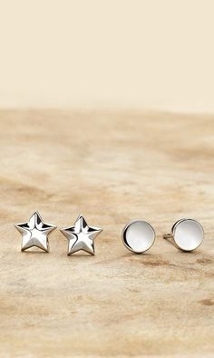 Love these simple and cute stud earrings.