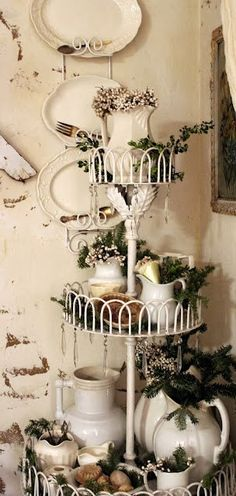 Shabby Chic crockery holder.