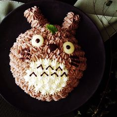 This yummy and cute dome cake will delight any Totoro fan.