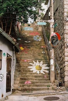 street art around the world fabulous painted stairs--art in the streets Garde Corps Design, Graffiti Kunst, Street Art, Street Graffiti, Painted Stairs, Painted Staircases, Stairway To Heaven, Stairway Art, Banksy