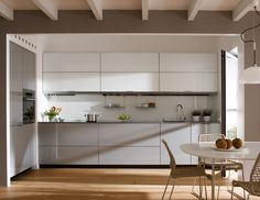 SANTOS kitchen. Functionality and beauty The kitchen is small and is connected to the living room. Santos always looks to achieve maximum functionality without forgetting the aesthetics. The solutions applied to the integration of electrical appliances in the kitchen are a clear example of this.