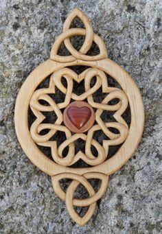 Celtic Knots and Welsh Spoons Irish Celtic, Celtic Art, Carved Spoons, Wooden Spoons, Welsh Love Spoons, Diy Cadeau, Celtic Culture, Wooden Crosses, Celtic Designs