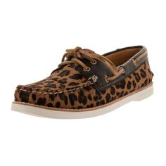 Lounge around at the yacht club in these women's boat shoes from Sperry. Featuring a classy leopard print for an elegant bourgeois aesthetic, these shoes are made from brown leather for texture and st