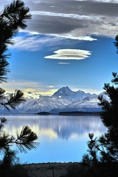 Mt Cook and Lake Pukaki, Canterbury, New Zealand.