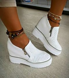 Wow loveee these. I don't know the name of it tho - 2019 Shoes Heels Wedges, Pumps, Shoes Sneakers, Winter Shoes, Summer Shoes, Shoe Show, Hot Shoes, Luxury Shoes, Comfortable Shoes