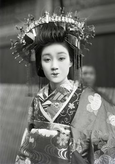 Tayuu.  About 1910's, Japan.  Image via yuki willy v of Flickr