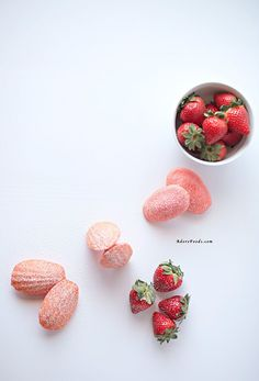 Strawberry Madeleines: Give a summertime twist to Madeleine batter with strawberry puree. Click through to find more quick and easy recipes for fresh summer desserts. Light Desserts, Fun Desserts, Delicious Desserts, Dessert Recipes, Summer Desserts, Tea Recipes, Strawberry Drinks, Strawberry Recipes, Strawberry Puree