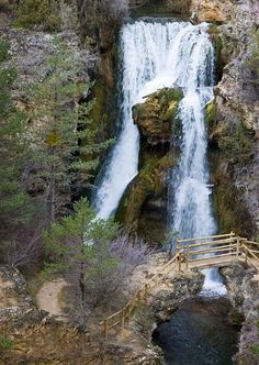 Cascada de Calomarde, Teruel Places In Europe, Places To See, Cuenca Spain, Travel Around The World, Around The Worlds, Waterfall Trail, World Images, Beautiful Waterfalls, Beautiful Places To Visit