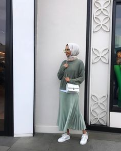 Muslim Fashion 538461699197941594 - Trendy Fashion Hijab Skirt Outfits Source by Casual Hijab Outfit, Hijab Chic, Hijab Dress, Casual Outfits, Modest Dresses, Modest Outfits, Skirt Outfits, Rock Outfits, Fashion Outfits