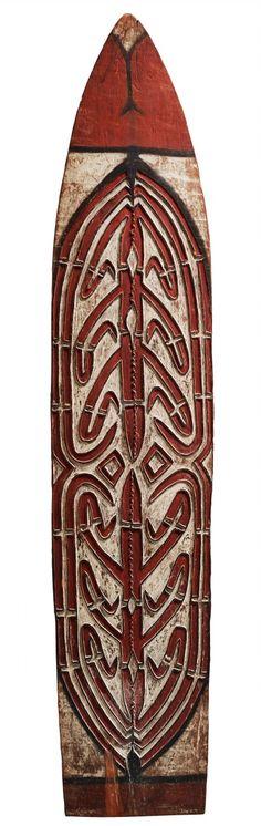 AN ASMAT SHIELD Brazza River area, Irian Jaya, Indonesia, Auktion 1045 Afrikanische und Ozeanische Kunst, Lot 128