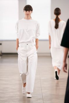 The Row Spring 2020 Ready-to-Wear Fashion Show - Vogue The Row, Vogue Paris, Wide Trousers, Monochrome Outfit, All White Outfit, Vogue Russia, Tory Burch, Fashion Show Collection, Models