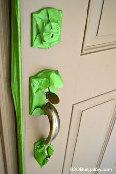 How to paint a front door tutorial for a beginner DIY'er. Includes plenty of useful tips like how to tell if your painting over latex or oil paint, how to wash paint easily off your hands, how to prep a door for paint and more useful painting tips. Painted Exterior Doors, Exterior Front Doors, Painted Front Doors, Exterior Paint, Garage Doors, Front Door Makeover, Front Door Decor, Front Porch, Door Redo