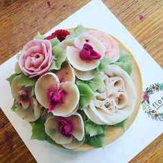 "Orchid flowers (4"" banana caramel cake)  #flori  #flowercake #koreanflowercake  #dessert  #flower  #cakeclass #foodblogger #foodstagram #cakestagram #dessertstagram #weddingcake #birthdaycake #foodsearcher #852 #相機食先 #hkfoodie #一路食一路post  #foodiebuddies #香港蛋糕店 #訂蛋糕  #韓式裱花蛋糕課程 #beanpasteflower #韓式唧花 #hk foodblogger #twotiercake #banana #orchid #앙금플라워 #minicake"