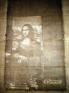 Seen in the Louvre-Rivoli metro station this month, a reverse-graffiti rendition of La Jaconde (aka The Mona Lisa) by Parisian street artist Joseph Mendy, aka Method Graphic.