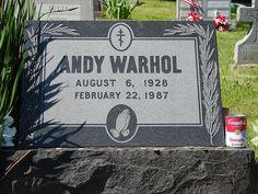 ¿Sabías que los fans de Andy Warhol depositan latas de sopa en su tumba?